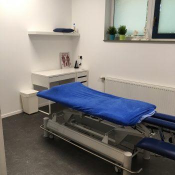 Fysio 4 Bottelroosstraat Selwerd Groningen - praktijkruimte met massagetafel