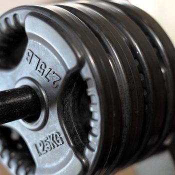Gewichtschijven in oefenruimte Fysio 4 Groningen